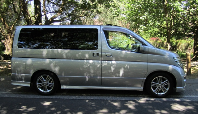 LeGrand Limousine Central - Melbourne - Nissan ElGrand Rider seats 5 passengers in luxury people mover hire 002