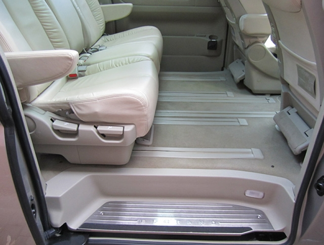 LeGrand Limousine Central - Melbourne - Nissan ElGrand Rider seats 5 passengers in luxury people mover hire 004
