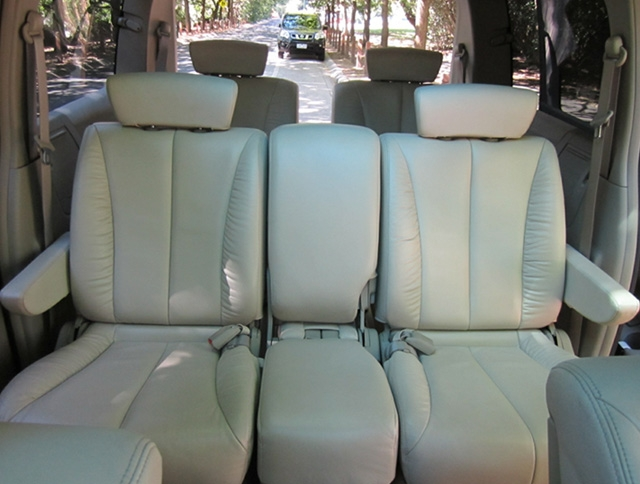LeGrand Limousine Central - Melbourne - Nissan ElGrand Rider seats 5 passengers in luxury people mover hire 006
