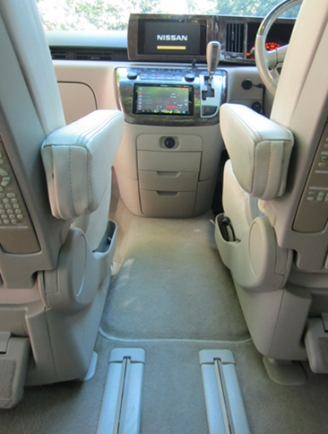 LeGrand Limousine Central - Melbourne - Nissan ElGrand Rider seats 5 passengers in luxury people mover hire 010
